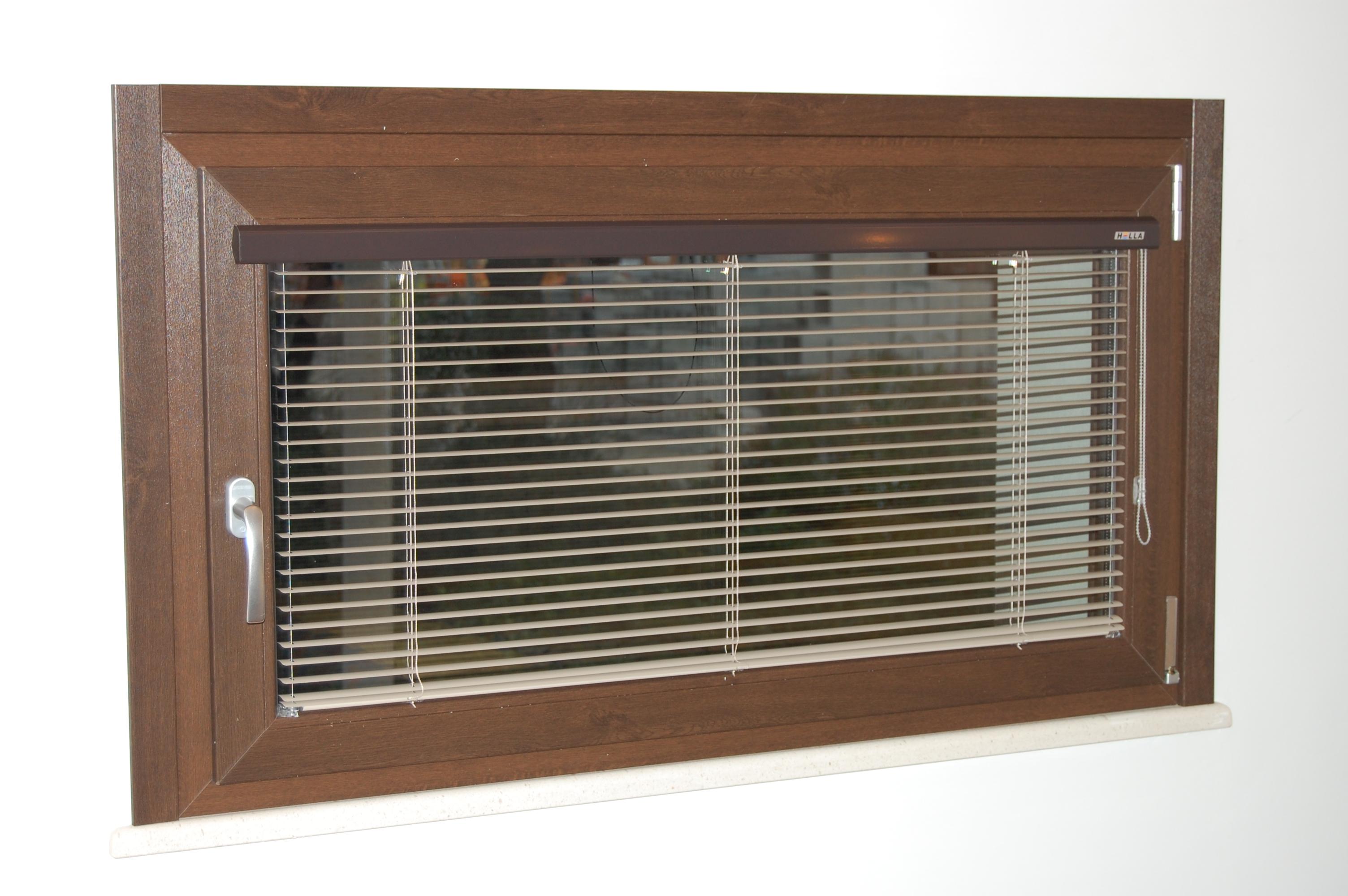 Infissi pvc finstral oscuramento interno bernocchi infissi - Frangisole esterni per finestre ...